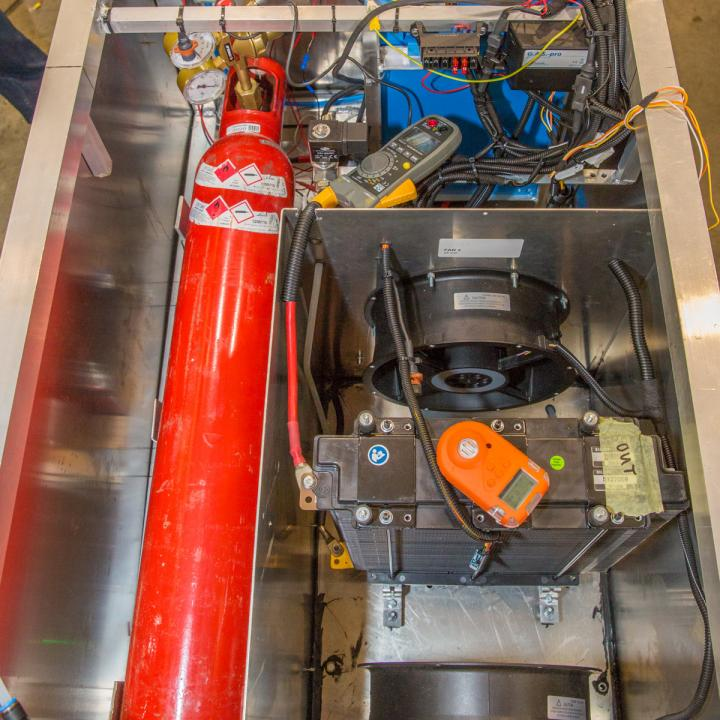 Waterstofcylinder geïntegreerd in het waterstofsysteem met de brandstofcel